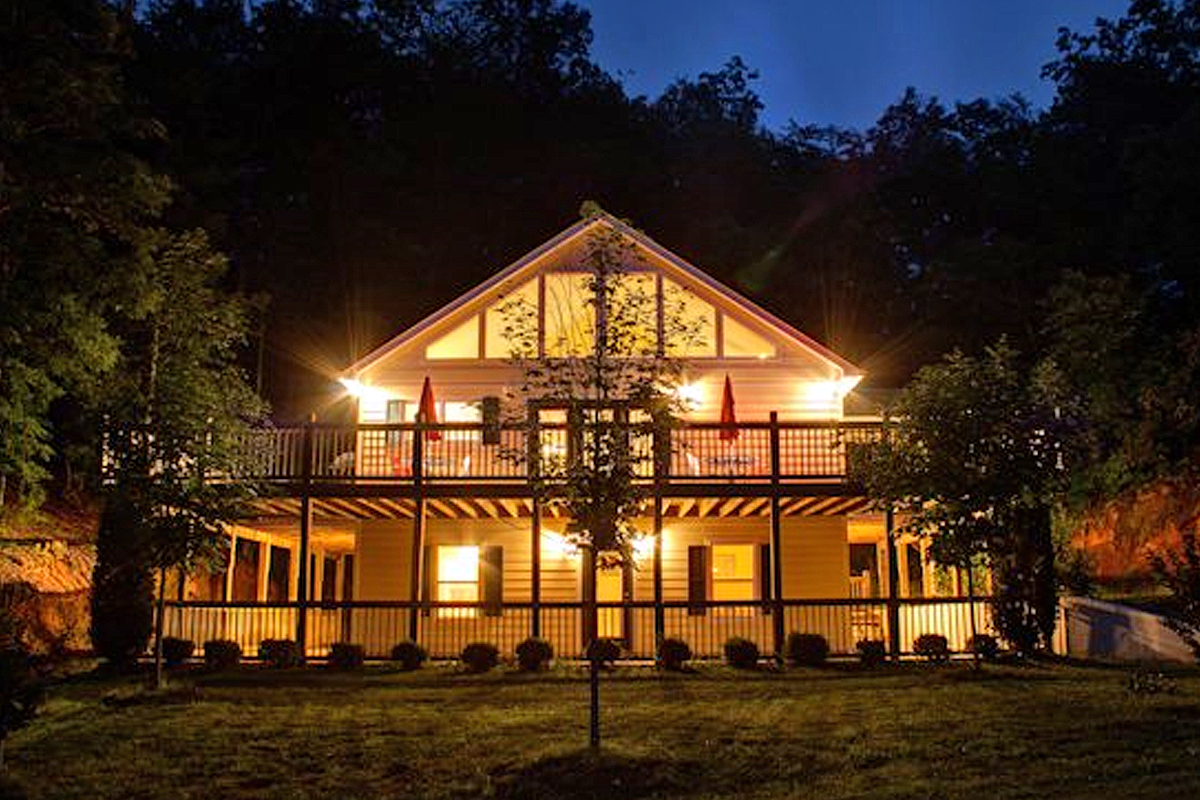 rent for with in cabins cabin rentals dcnewtvfireplavemainarea area the livingroom helen family relax ga georgia
