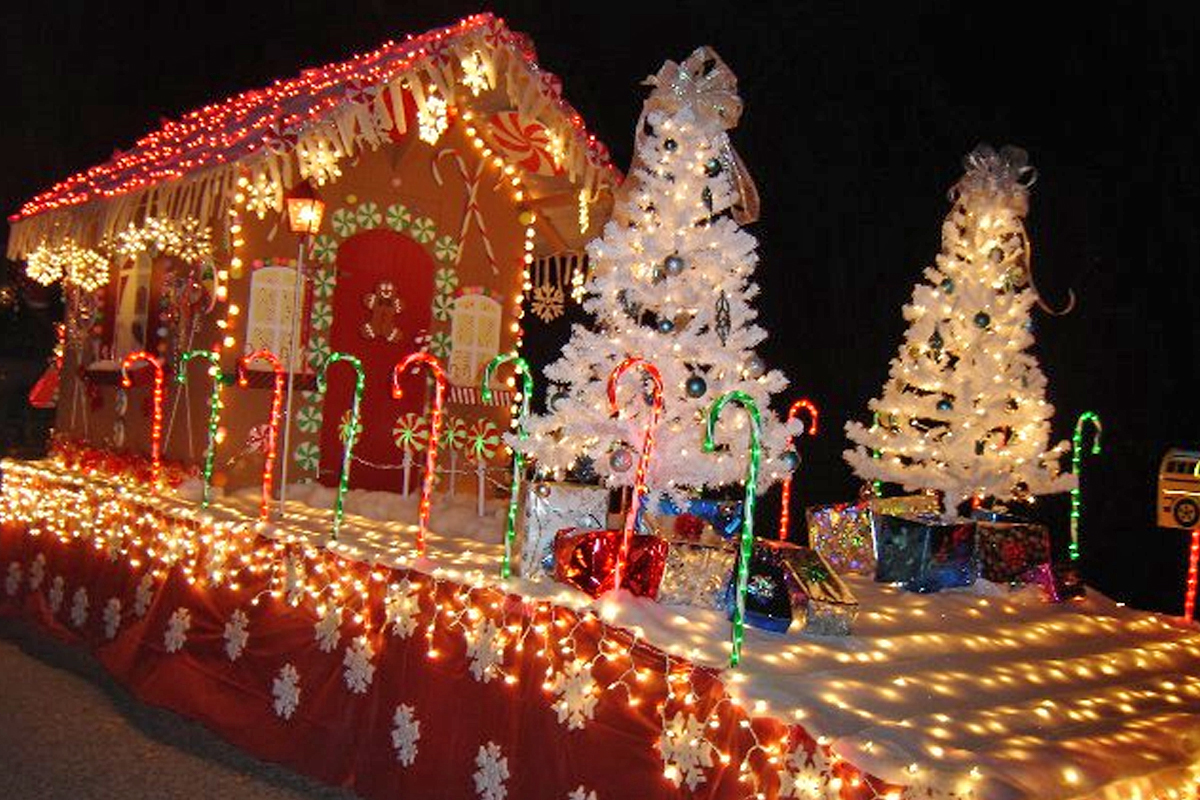 Lighted Christmas Parade 12-6-14 at 7pm